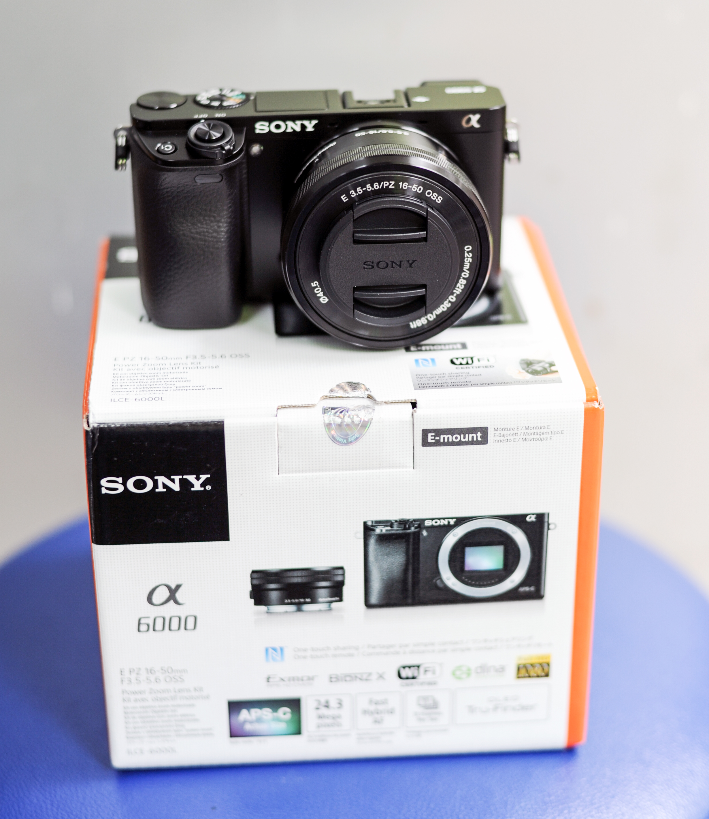 Sony Alpha A6000 (ILCE-6000L/B) with Lens KIT 16-50mm F3.5-5.6 OSS